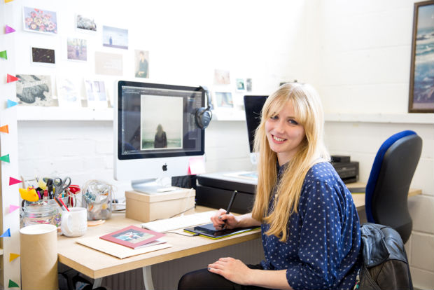 follow-the-colours-Bloggers-at-Their-Desks-05