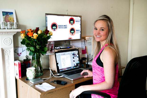 follow-the-colours-Bloggers-at-Their-Desks-10