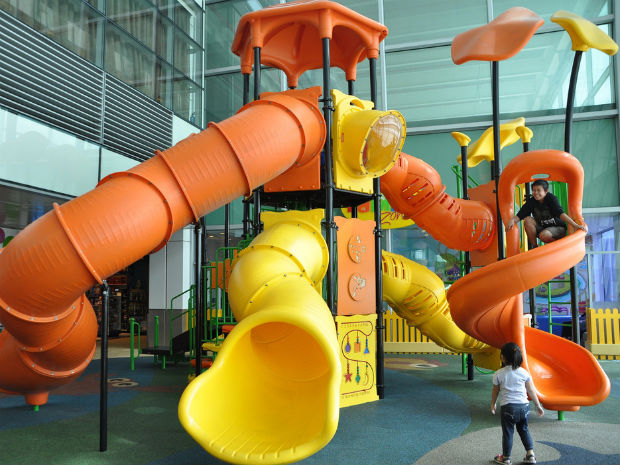 follow-the-colours-10-melhores-aeroportos-criancas-changhi-airport-playground