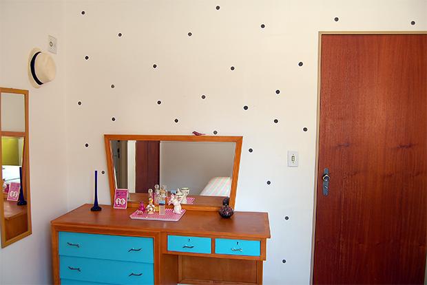 follow-the-colours-parede-bolinhas-DIY-decor-16