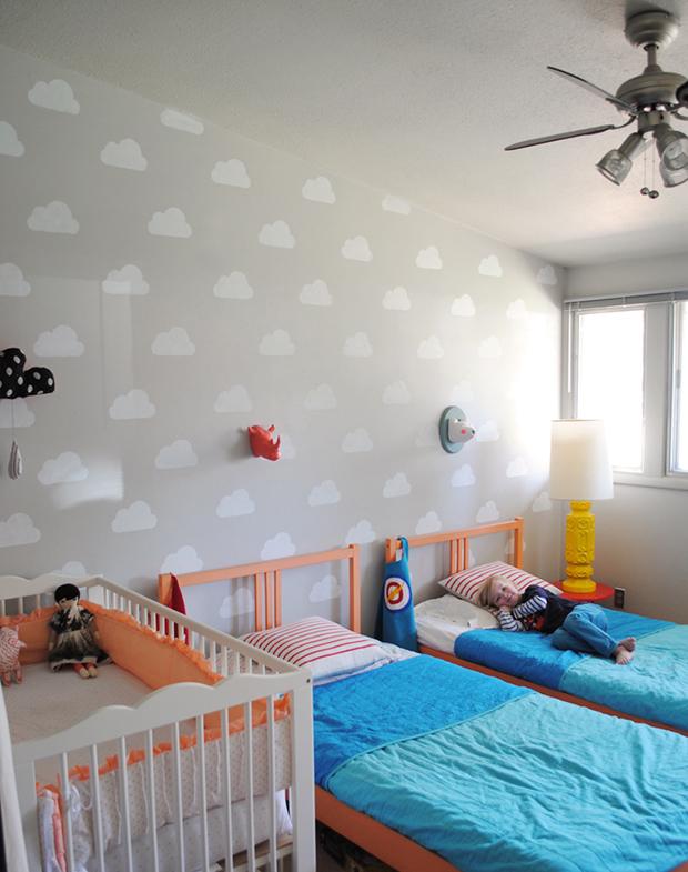 follow-the-colours-stencil-nuvem-parede-DIY-01
