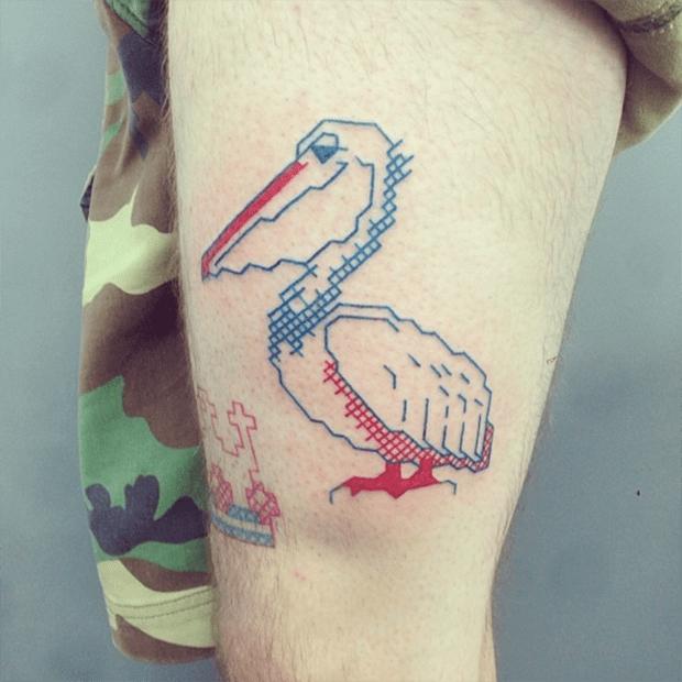 tatuagem ponto cruz Mariette pelicano