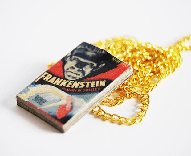 Acessórios colares livros bunnyhell frankstein