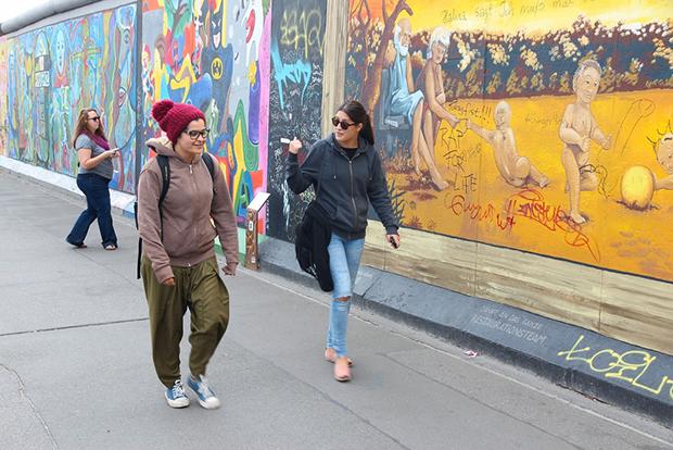 follow-the-colours-cidades-incriveis-arte-urbana-street-art-europa-shutterstock_245389021
