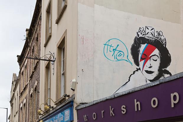 follow-the-colours-cidades-incriveis-arte-urbana-street-art-europa-shutterstock_361292726