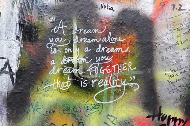 follow-the-colours-cidades-incriveis-arte-urbana-street-art-europa-shutterstock_371091185