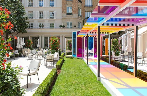follow-the-colours-daniel-buren-coloree-une-pause-le-bristol-paris-05