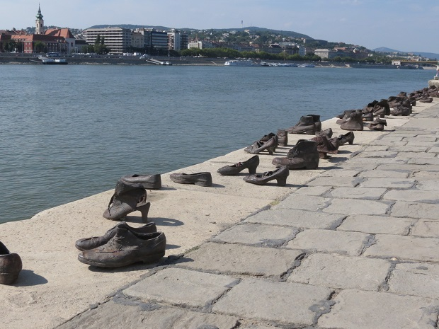 esculturas-shoes-on-the-danube-2