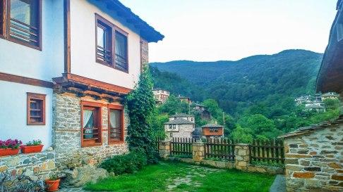 Complex Kosovo Houses, Hadjiska House, yard