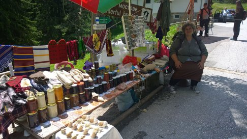 Selling-home-made-goodies-on-the-wonderful-bridges2