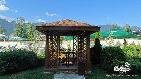 A-wooden-arbor-in-hotel-Greenwood-Bansko