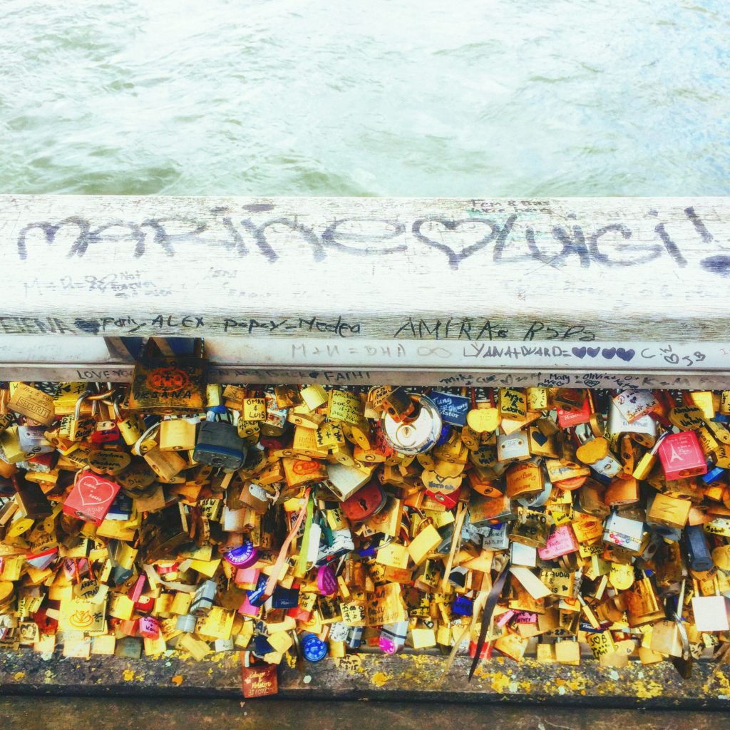 Romantic things to do in Paris - lover's bridge