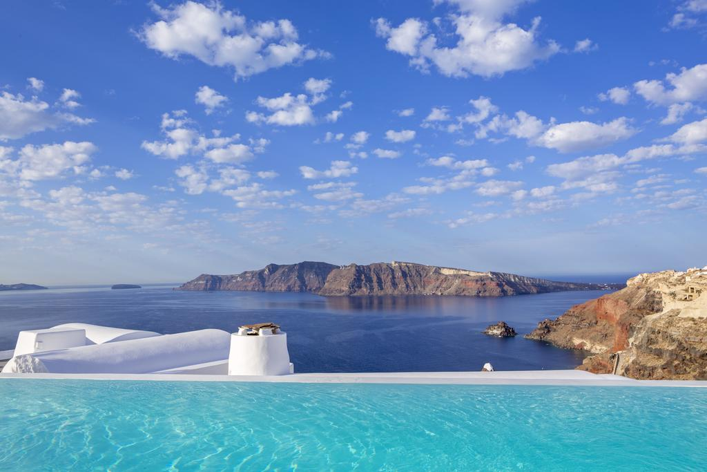 10 most amazing hotels in Santorini - with caldera view!
