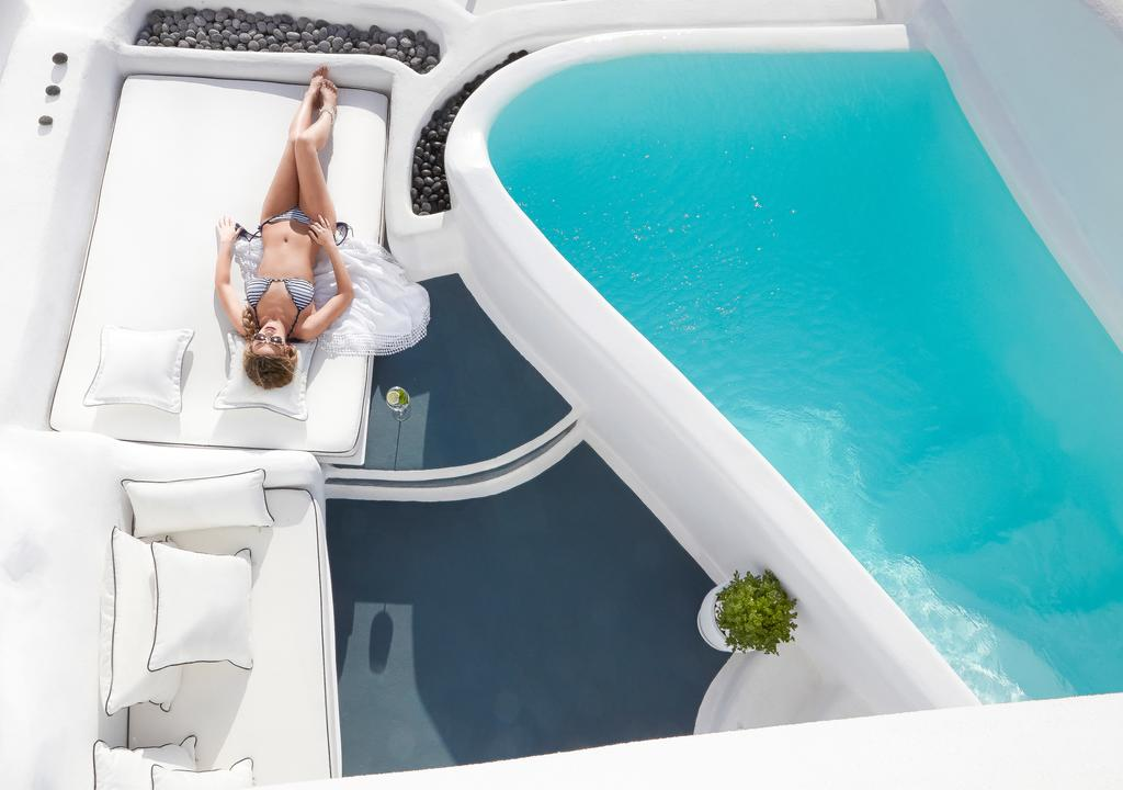 Not sure, where to stay in Santorini? Check these 10 stunning hotels and find the best place to stay in Santorini for your romantic getaway!