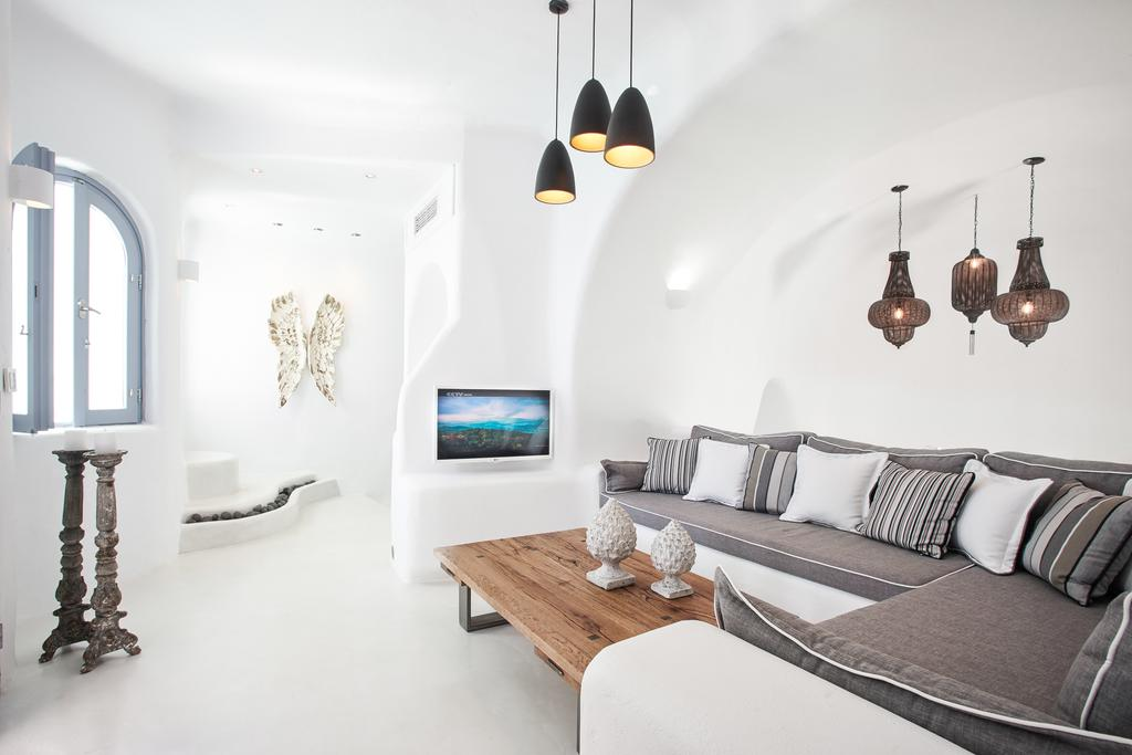 Gdzie nocować na Santorini? Które hotele na Santorini są najlepsze na niezapomniane, romantyczne wakacje? 15 najpiękniejszych obiektów.