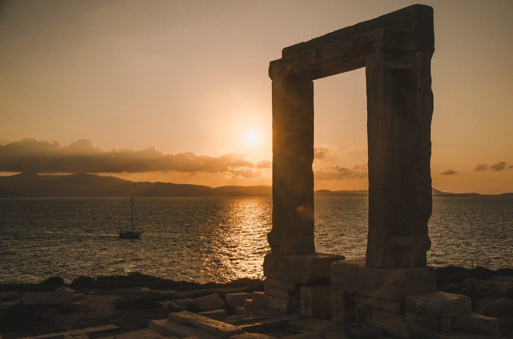 things to do in naxos - portara