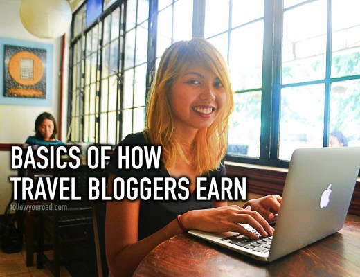how travel bloggers earn
