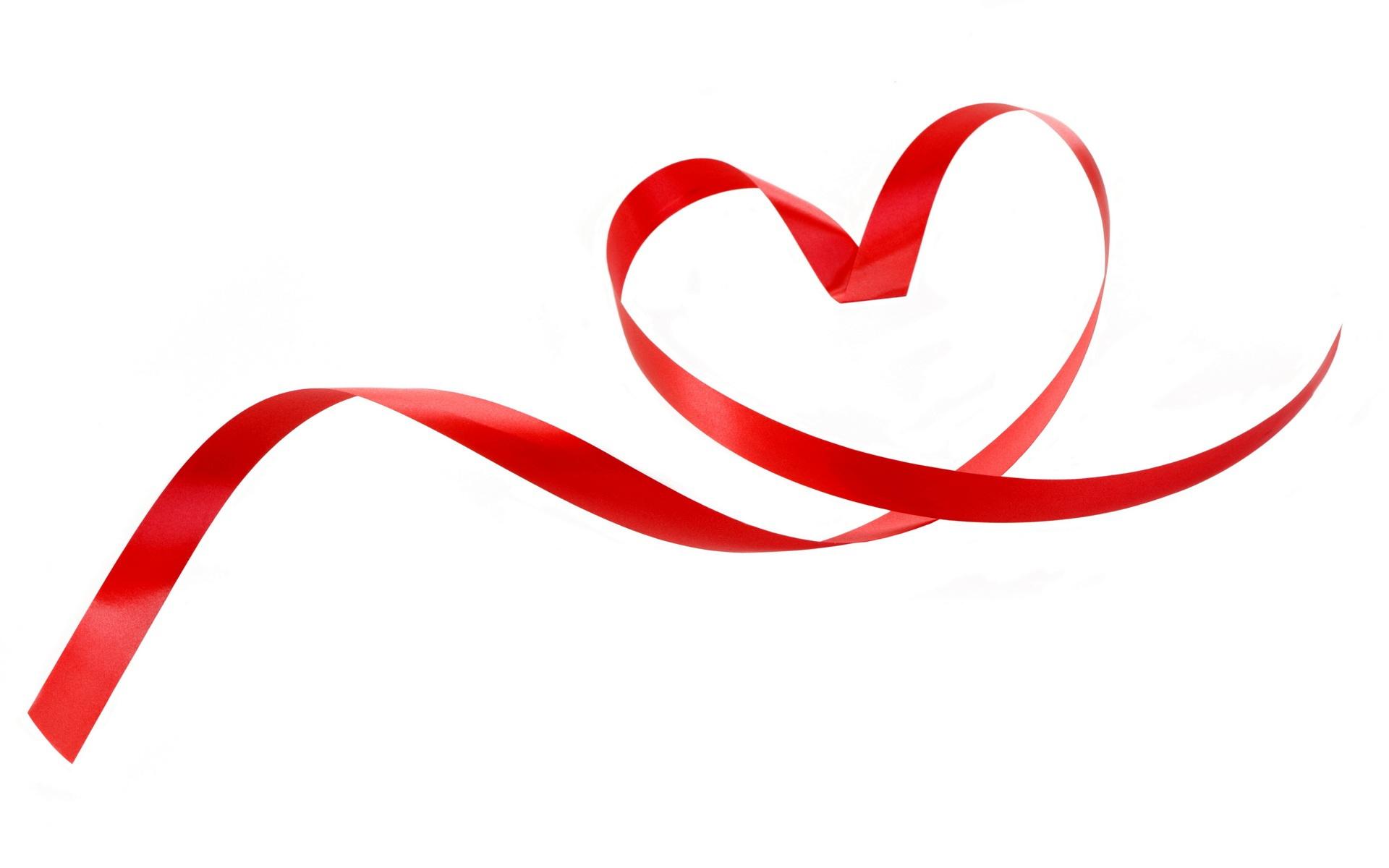 Картинка форма сердца из красной ленточки на белом фоне ...