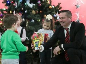БРОФ социальных программ «Твардовского, 2» устроил для детей сотрудников Московского ОМОНа новогодний праздник