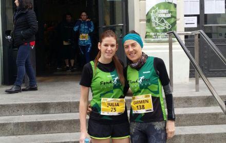 Júlia i Carme corrent els 10k Reis Race d'Igualada