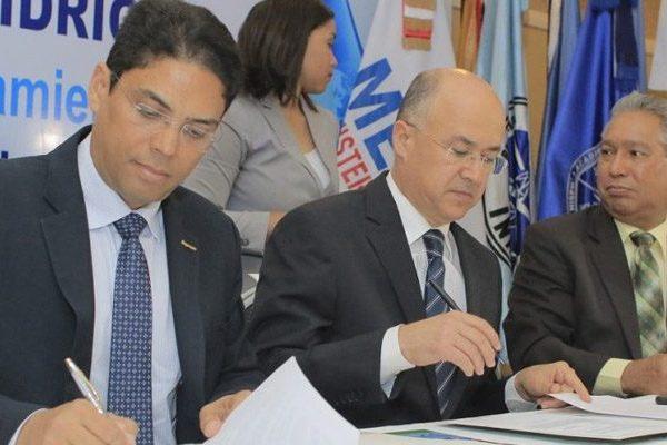 Fondo de Agua Santo Domingo y Medio Ambiente firman acuerdo de colaboración