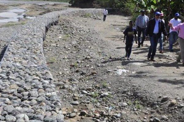 El INDRHI avanza muros en el río Yaque del Norte