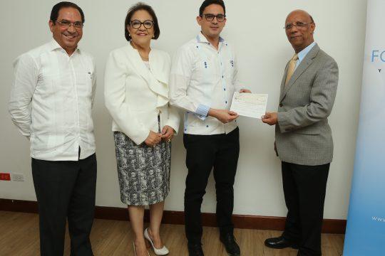 Firma de Convenio y entrega de cheques Fondo Agua Yaque 2