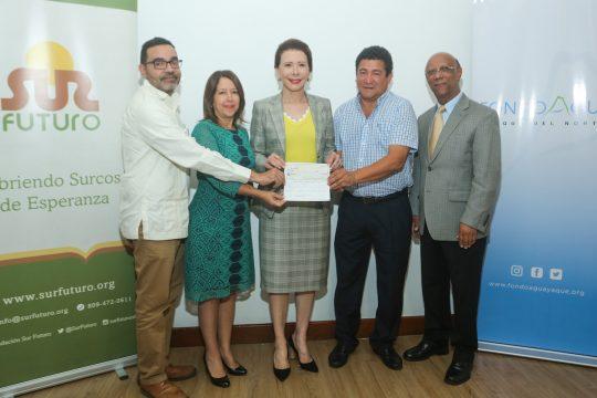 Firma de Convenio y entrega de cheques Fondo Agua Yaque 4