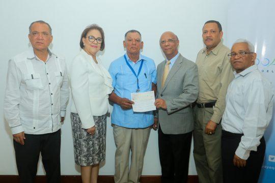 Firma de Convenio y entrega de cheques Fondo Agua Yaque 5