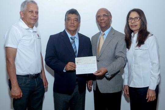 Firma de Convenio y entrega de cheques Fondo Agua Yaque 7