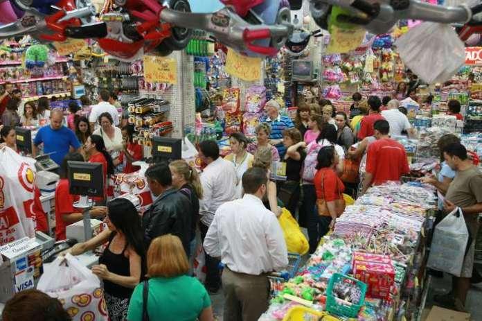 Procon de Cabo Frio dá dicas para consumidor economizar em compras natalinas de última hora
