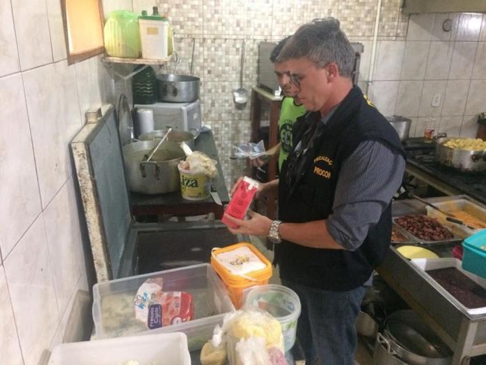 Procon de Arraial do Cabo interdita três estabelecimentos comerciais