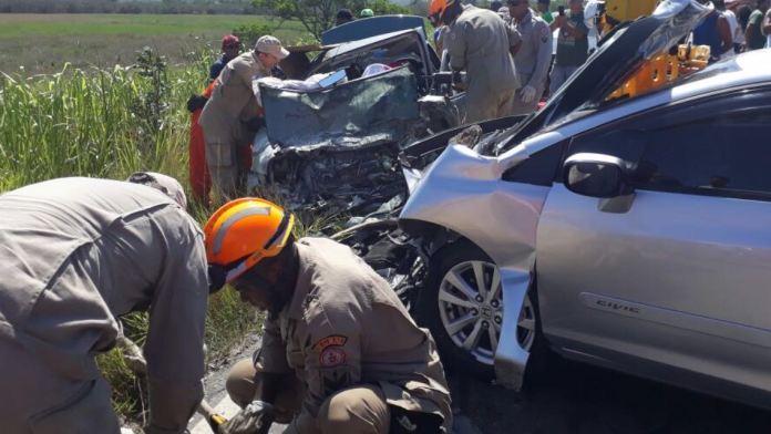 Colisão entre dois carros deixa seis feridos na Estrada da Rasa, em Búzios