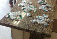 Agentes conseguiram apreender 34 cápsulas de cocaína e 177 buchas de maconha nesta manhã (26).