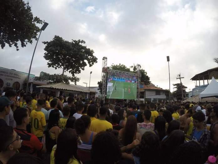 Telão e shows animam jogo do Brasil em Arraial do Cabo