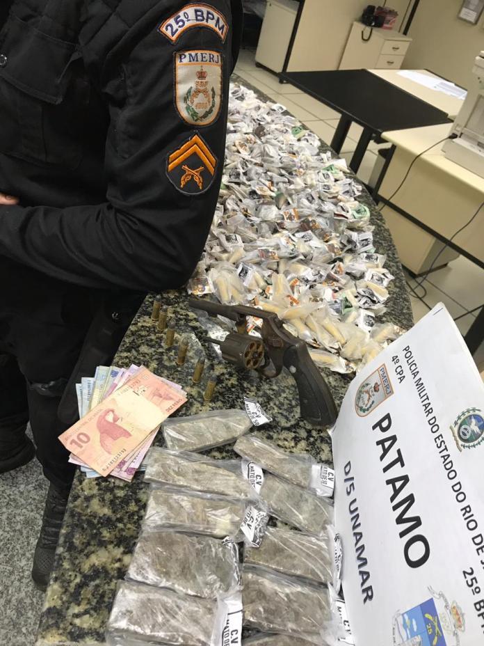 Material apreendido em Unamar. Foto: PM/Divulgação