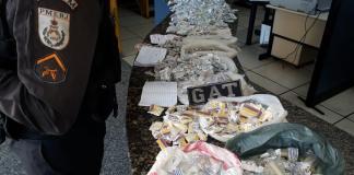 Segundo a PM, material pertencia ao tráfico no bairro do Porto do Carro. Foto: PM/Divulgação