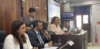 A presidente da CPI da Enel na Alerj, deputada Zeidan Lula (PT), anunciou nesta segunda-feira (12) que vai se reunir com representantes da Agência Nacional de Energia Elétrica (Aneel) para discutir sobre um convênio que amplie a atuação fiscalizadora da Agência Reguladora de Energia e Saneamento Básico do Estado do Rio de Janeiro (Agenersa), cuja atuação hoje é limitada.