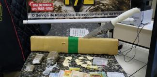 Dois homens foram presos em flagrante por tráfico de drogas na Praia do Forte, em Cabo Frio nessa terça-feira (20).
