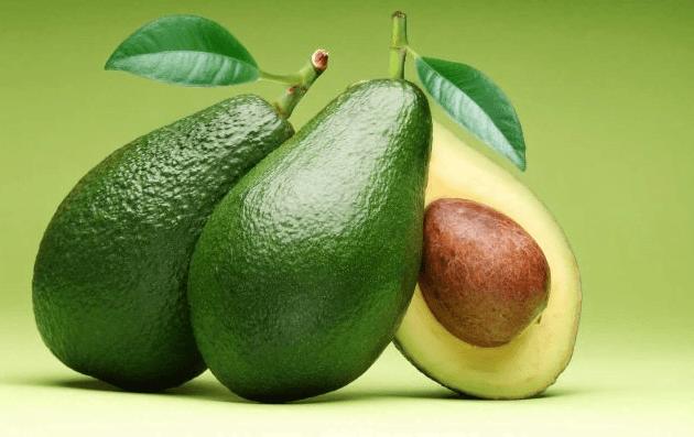 abacate 1 - 8 Alimentos que Fazem Seu Cabelo Crescer Mais Rápido