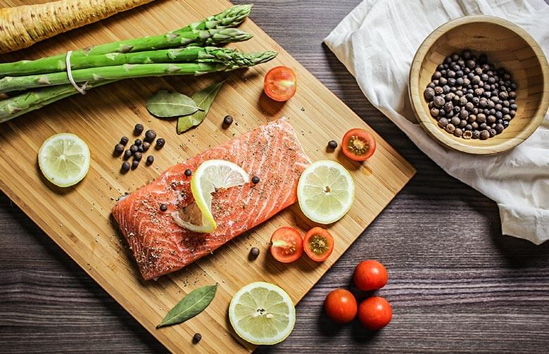 comida sobre a mesa da cozinha - Perder a barriga: veja exercícios que funcionam e alimentação adequada