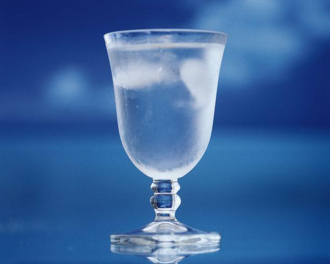1 7 - Beber água gelada faz mal para a saúde? Mito ou verdade?