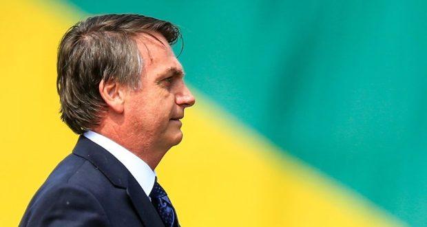 Bolsonaro ataca jornalista ao ser questionado sobre os casos de Flávio e Queiroz