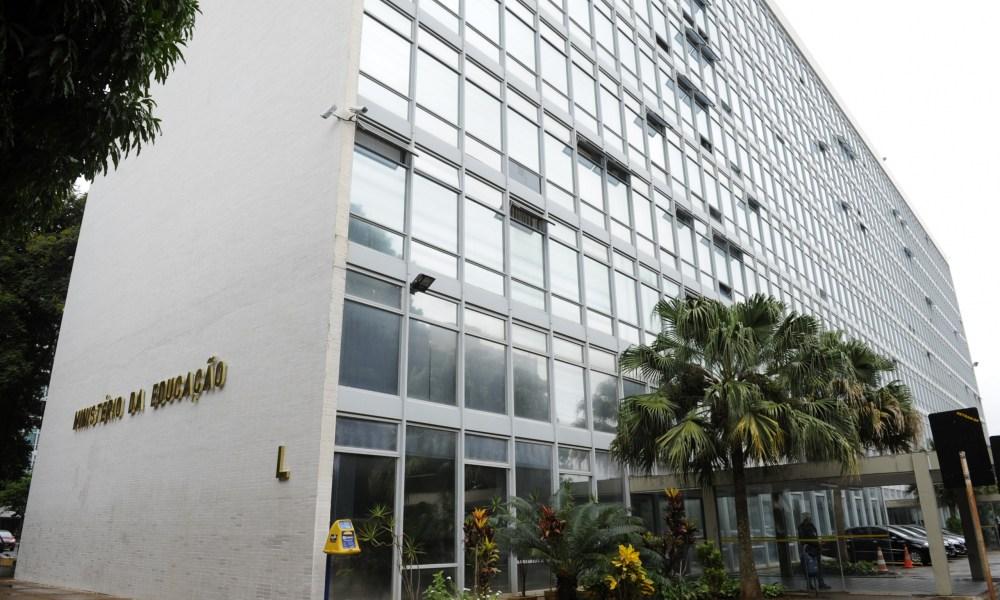 MEC anuncia desbloqueio de R$ 2 bi dos R$ 5,8 bi contingenciados