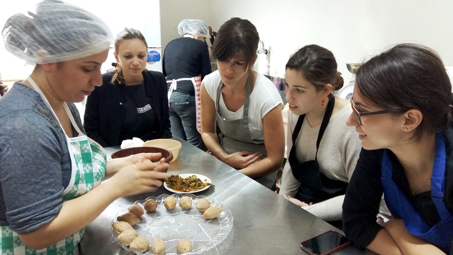 Cooking classes for foreign food amateurs in Akleh CK given by visitor cook Araksi