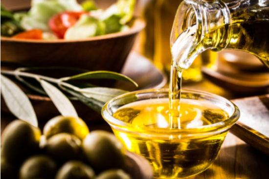 オリーブオイルは偽物が多い理由と本物の正しい選び方やおすすめ品!ポイントは生産者