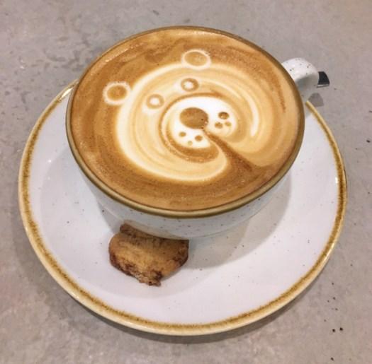 Latte art depicting a bear