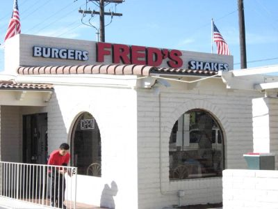 freds-burgers-outside
