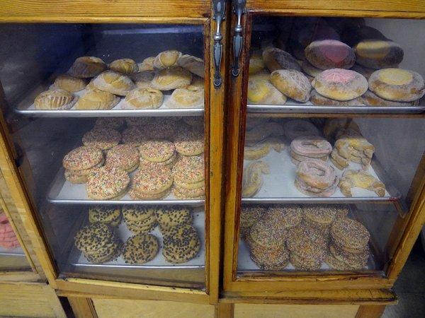 elidias-bakery-case-2