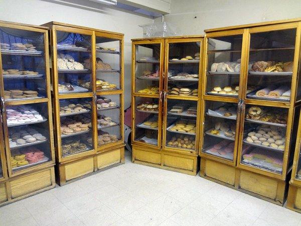 elidias-bakery-cases